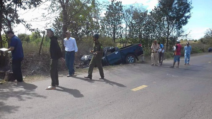 Đi đám cưới, xe ô tô mất lái khiến 5 người thương vong - Ảnh 1.