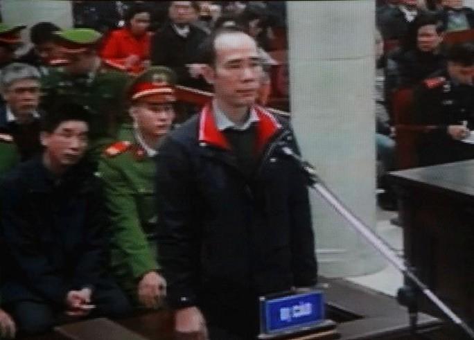 Tòa xử ông Đinh La Thăng và đồng phạm: Thẩm vấn bị cáo Vũ Đức Thuận - Ảnh 6.