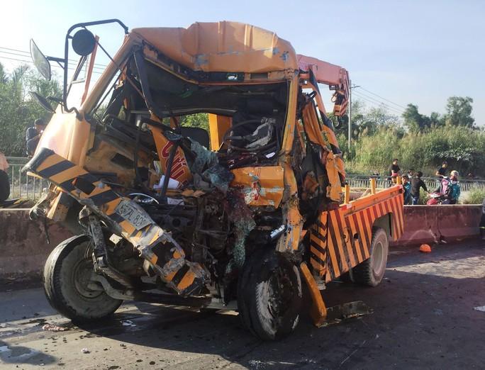 Tai nạn thảm khốc ở cầu Phú Mỹ, 3 người chết - Ảnh 3.