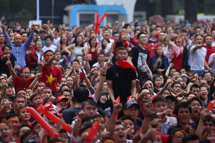 Muôn vạn cảm xúc trước chiến thắng của U23 Việt Nam - Ảnh 3.