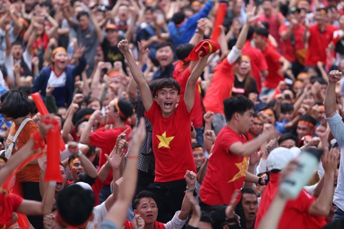 Muôn vạn cảm xúc trước chiến thắng của U23 Việt Nam - Ảnh 4.