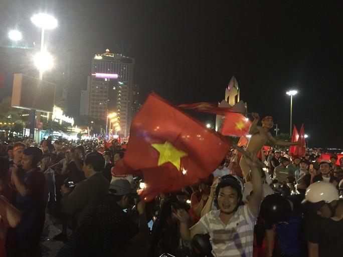 Muôn vạn cảm xúc trước chiến thắng của U23 Việt Nam - Ảnh 23.