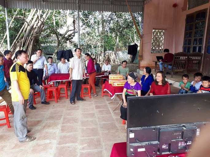 Cha thủ môn Bùi Tiến Dũng mổ lợn đãi dân làng xem U23 Việt Nam - Ảnh 1.
