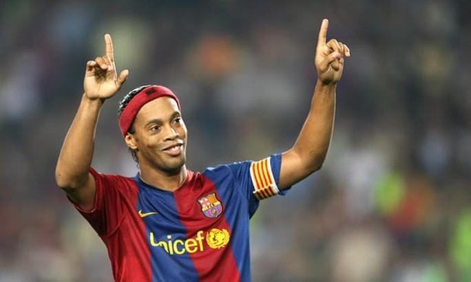 Ronaldinho chính thức giải nghệ - Ảnh 1.