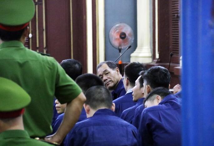 Đại gia Hứa Thị Phấn vắng mặt trong phiên xử Trầm Bê - Ảnh 7.