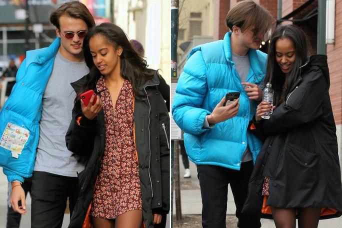 Con gái ông Obama hẹn hò trên đường phố New York - Ảnh 2.