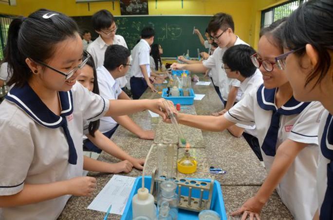Chương trình giáo dục mới: Văn hết thuộc lòng, toán gắn thực tiễn - Ảnh 1.