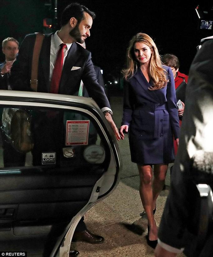 Ông Trump mất nữ phụ tá xinh đẹp - Ảnh 3.