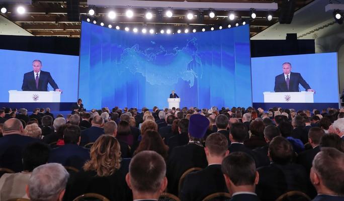 Đọc thông điệp liên bang, ông Putin khoe tên lửa bất khả chiến bại - Ảnh 2.