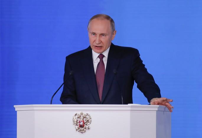 Đọc thông điệp liên bang, ông Putin khoe tên lửa bất khả chiến bại - Ảnh 1.