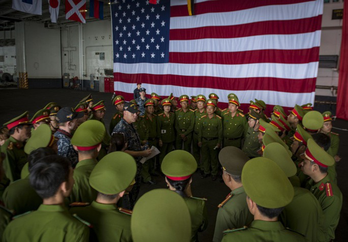 Chuyến thăm Việt Nam của tàu sân bay qua góc nhìn của Hải quân Mỹ - Ảnh 3.