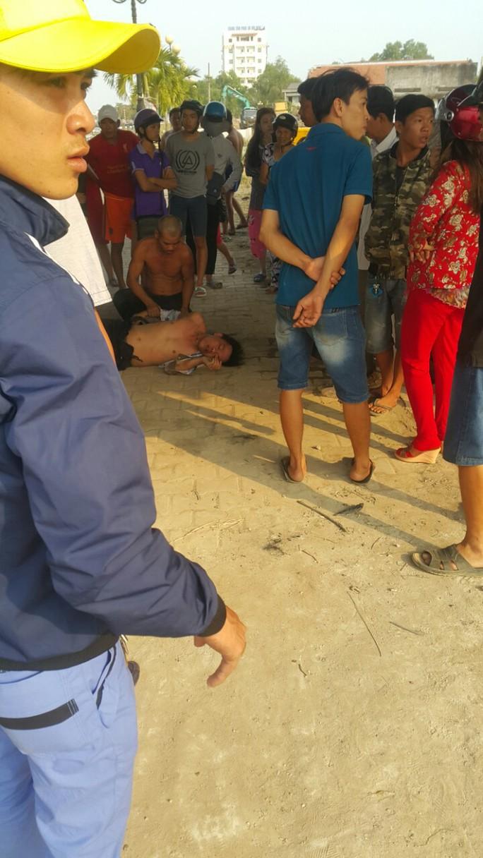 Biết bơi, thanh niên nhảy cầu Tân An tự tử...cố bơi vào - Ảnh 1.