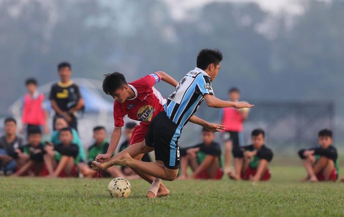 Giải mật hợp đồng cứu V-League - Ảnh 1.
