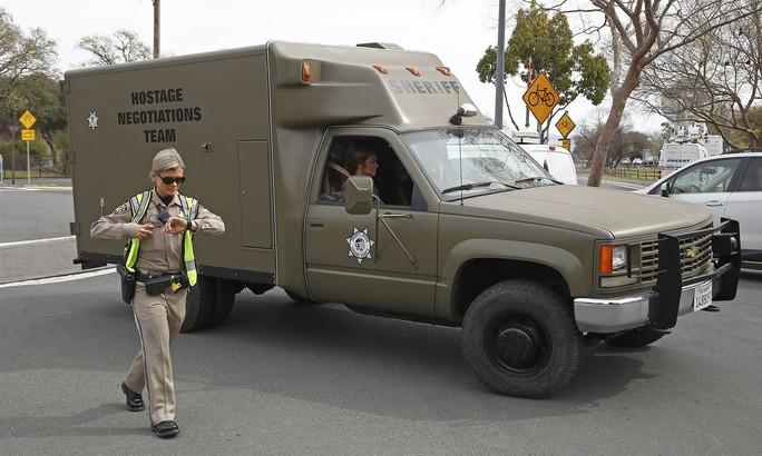 Nổ súng bắt con tin ở nhà cựu binh California, 4 người chết - Ảnh 1.