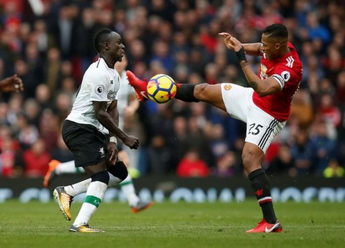 M.U - Liverpool 2-1: Klopp chê trọng tài, Mourinho đá xéo bình luận viên - Ảnh 3.