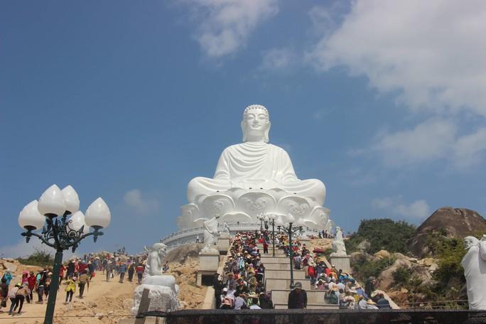 Tượng Phật trong dự án tâm linh của ông Trần Bắc Hà hút khách - Ảnh 2.