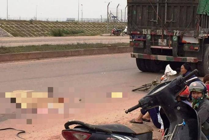 Xe đầu kéo cán tử vong người phụ nữ đi xe đạp từ phía sau - Ảnh 1.