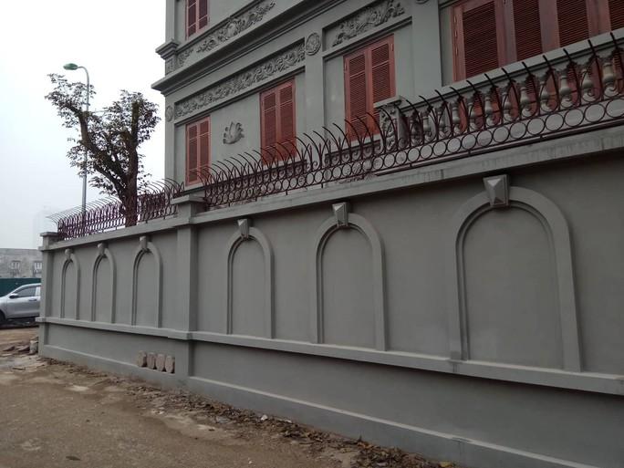 Cưỡng chế phần xây trái phép biệt thự gia đình ông Nguyễn Thanh Hóa - Ảnh 6.
