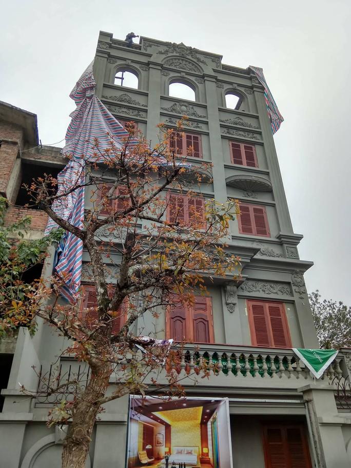 Cưỡng chế phần xây trái phép biệt thự gia đình ông Nguyễn Thanh Hóa - Ảnh 8.