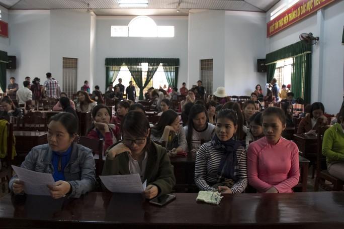 Gần 600 giáo viên có nguy cơ mất việc: Không có nhu cầu nhưng tuyển ồ ạt - Ảnh 1.