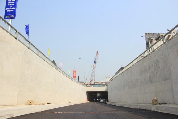Cận cảnh hầm chui 3 tầng sắp đưa vào sử dụng ở TP HCM - Ảnh 1.