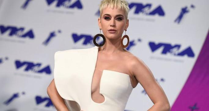 Nữ tu kiện tụng với Katy Perry đột tử tại tòa - Ảnh 2.