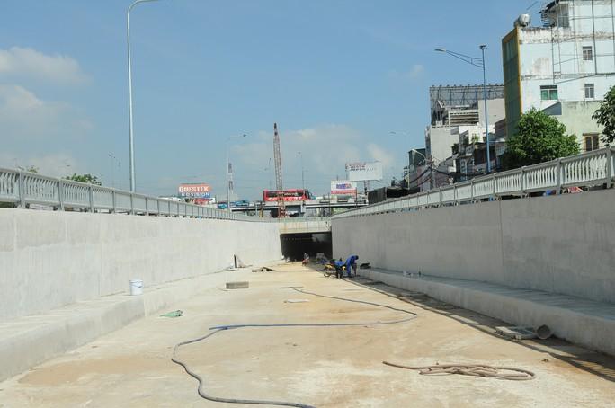 Thông xe 1 nhánh hầm chui An Sương vào ngày 14-3 - Ảnh 1.