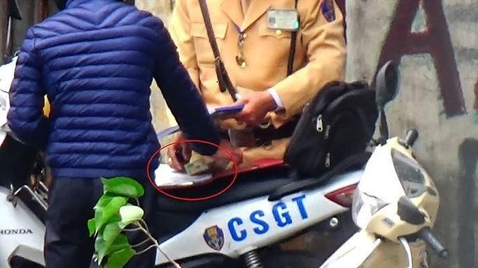 Phòng CSGT TP Hà Nội xác minh, làm rõ CSGT nghi mãi lộ - Ảnh 1.