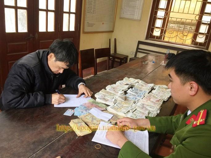 Lẻn vào chùa cạy phá hòm công đức, trộm hơn 8 triệu đồng - Ảnh 1.
