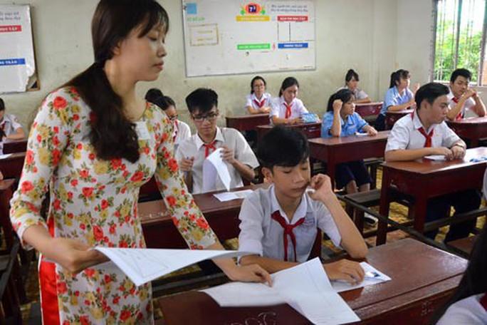 Bộ Nội vụ, Bộ Tài chính không ủng hộ tăng lương giáo viên, giảm học phí - Ảnh 1.