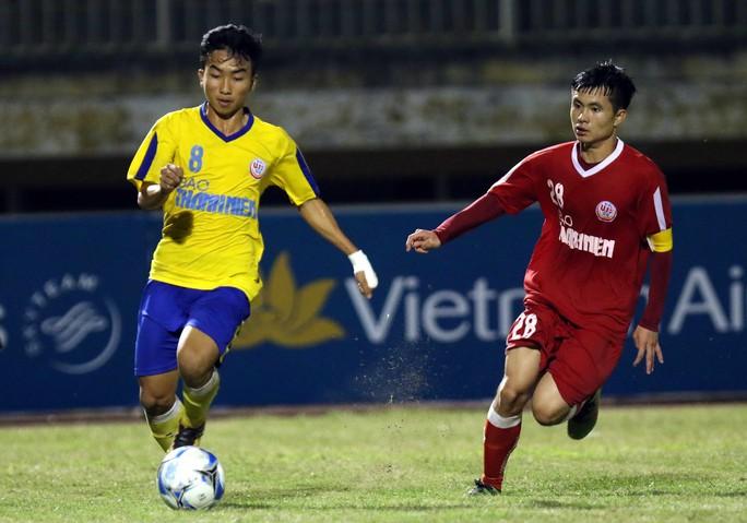HLV Bùi Văn Đông: U19 Đồng Tháp xứng đáng vào chung kết bằng ý chí và nghị lực - Ảnh 2.