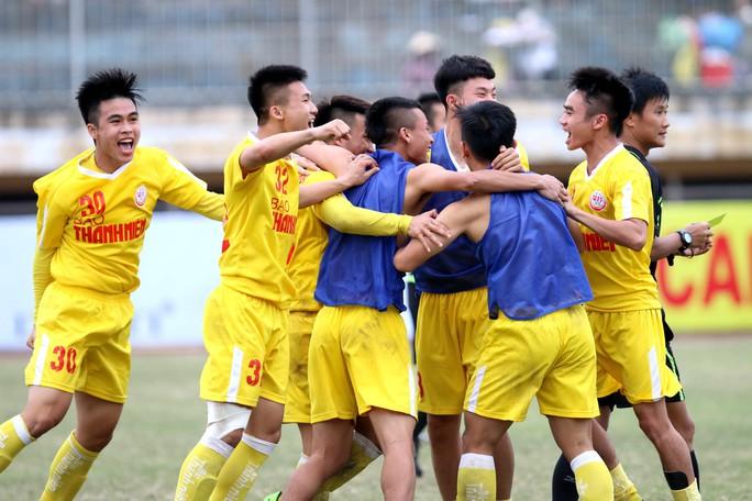 VCK Giải U19 Quốc gia: Đương kim vô địch Hà Nội vào chung kết nhờ loạt sút luân lưu - Ảnh 3.