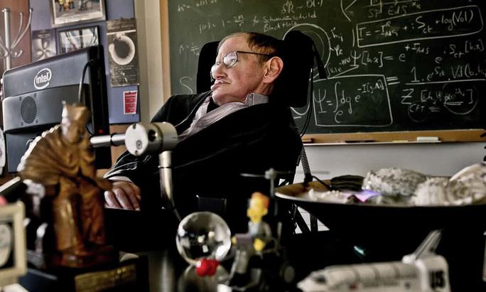 Ông hoàng vật lý vũ trụ Stephen Hawking qua đời - Ảnh 1.