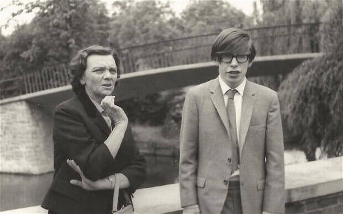 Vĩnh biệt người mở khóa bí mật vũ trụ Stephen Hawking! - Ảnh 2.