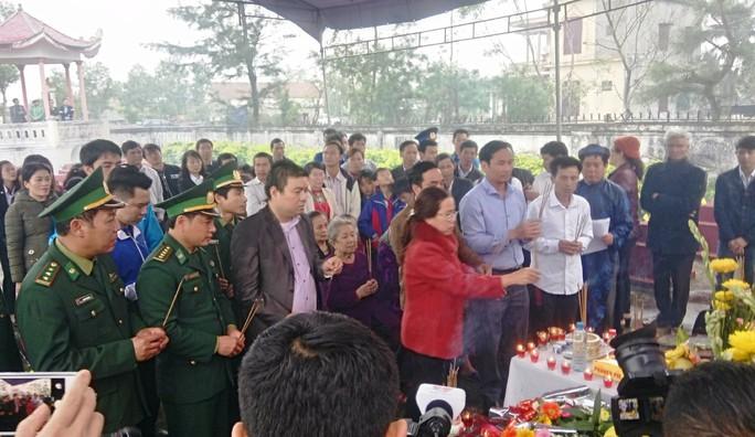 Xúc động lễ tri ân 64 anh hùng liệt sĩ giữ đảo Gạc Ma - Ảnh 3.