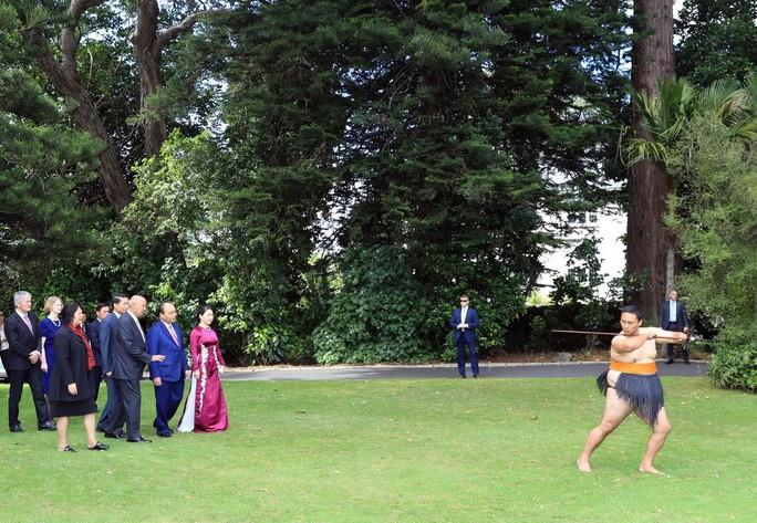 Màn biểu diễn đặc biệt đón Thủ tướng Nguyễn Xuân Phúc ở New Zealand - Ảnh 2.