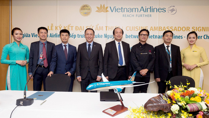 Phù thuỷ ẩm thực Luke Nguyễn trở thành Đại sứ Ẩm thực toàn cầu của Vietnam Airlines - Ảnh 2.