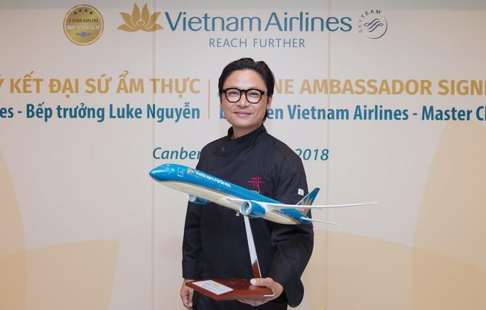 Phù thuỷ ẩm thực Luke Nguyễn trở thành Đại sứ Ẩm thực toàn cầu của Vietnam Airlines - Ảnh 3.