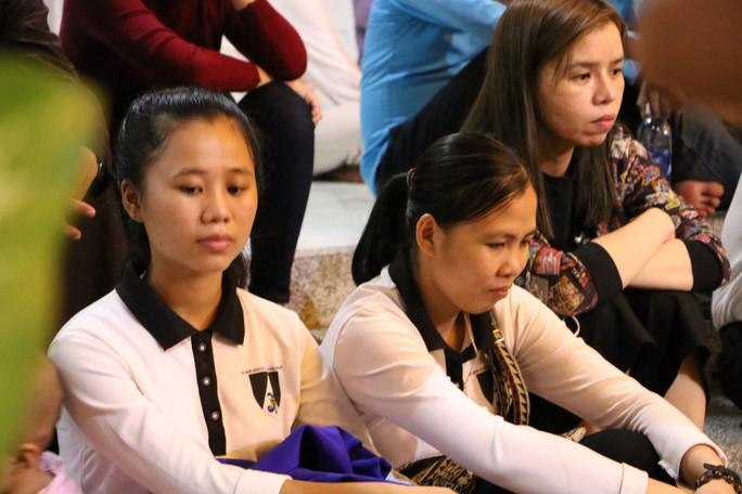 Hàng ngàn người đón linh cữu Tổng giám mục Phaolô Bùi Văn Đọc - Ảnh 6.