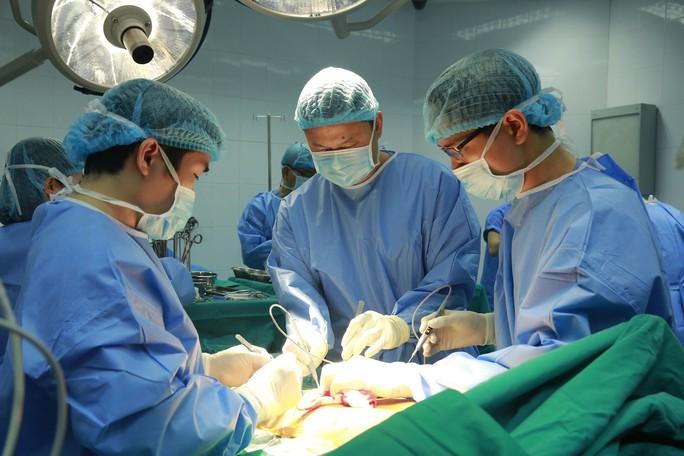 Việt Nam lần đầu tiên ghép phổi từ người cho chết não - Ảnh 6.