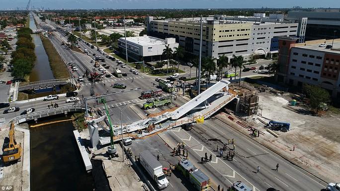 Vụ sập cầu ở Mỹ: Hoang mang vì cầu lắp đặt thần tốc trong 6 giờ - Ảnh 2.