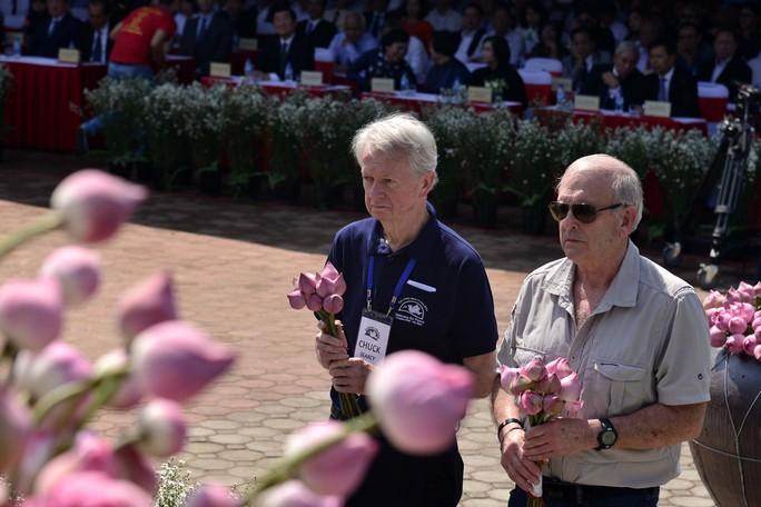Bật khóc khi nhìn những hình ảnh kinh hoàng vụ thảm sát Sơn Mỹ - Ảnh 6.