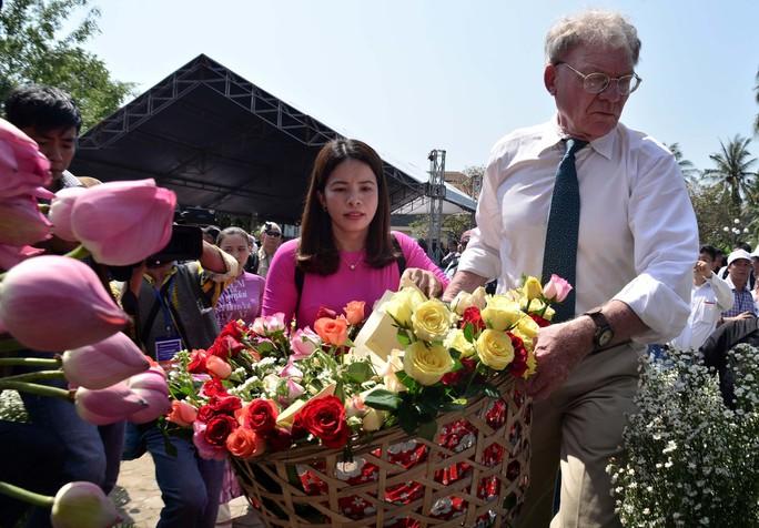 Bật khóc khi nhìn những hình ảnh kinh hoàng vụ thảm sát Sơn Mỹ - Ảnh 7.