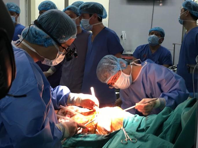 Việt Nam lần đầu tiên ghép phổi từ người cho chết não - Ảnh 3.