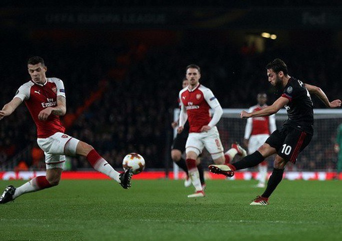 Arsenal đại phá AC Milan, Dortmund bị loại tủi hổ ở Europa League - Ảnh 1.