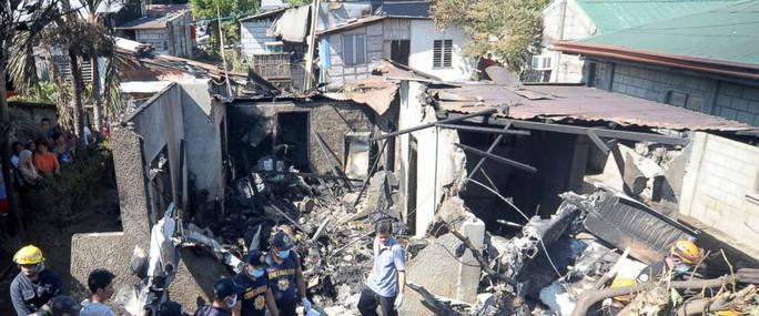 Philippines: 5 người cùng 1 gia đình chết thảm vì máy bay đâm vào nhà - Ảnh 2.