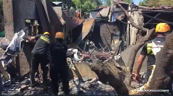Philippines: 5 người cùng 1 gia đình chết thảm vì máy bay đâm vào nhà - Ảnh 1.