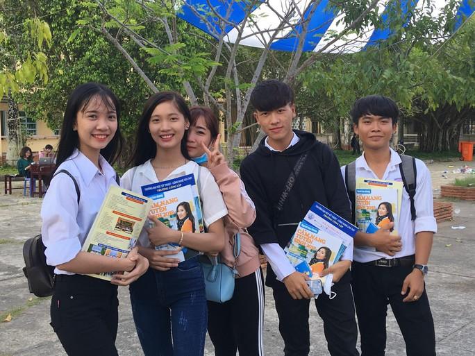 Cẩm nang Tuyển sinh 2018 của báo Người Lao Động đến tay độc giả - Ảnh 2.