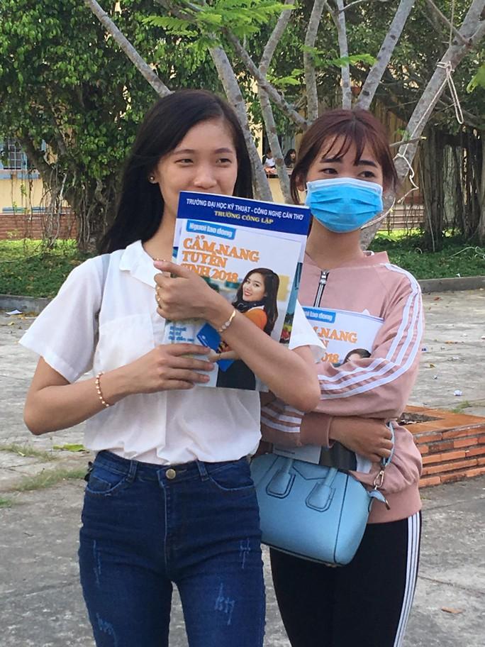 Cẩm nang Tuyển sinh 2018 của báo Người Lao Động đến tay độc giả - Ảnh 3.