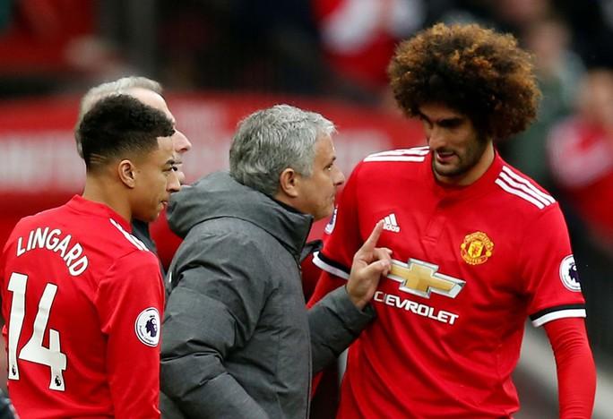 Mourinho đang tự… cưa ghế - Ảnh 1.